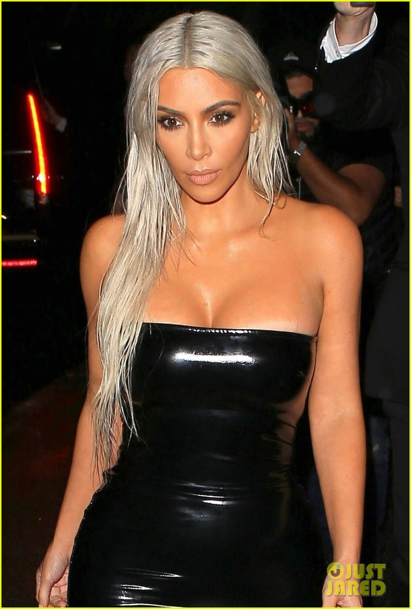 Kim Kardashian Rocks Platinum Hair Amp Skin Tight Dress For