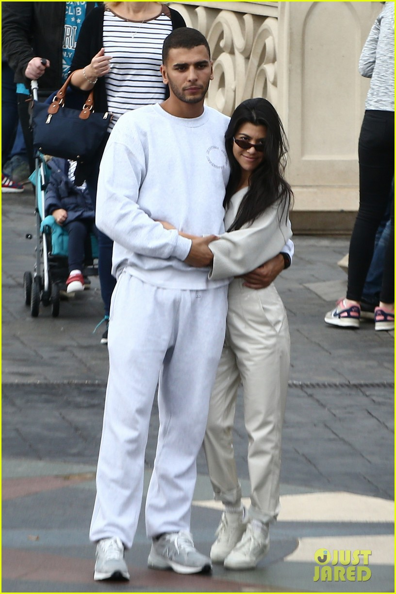 kourtney kardashian younes bendjima disneyland paris 013965773