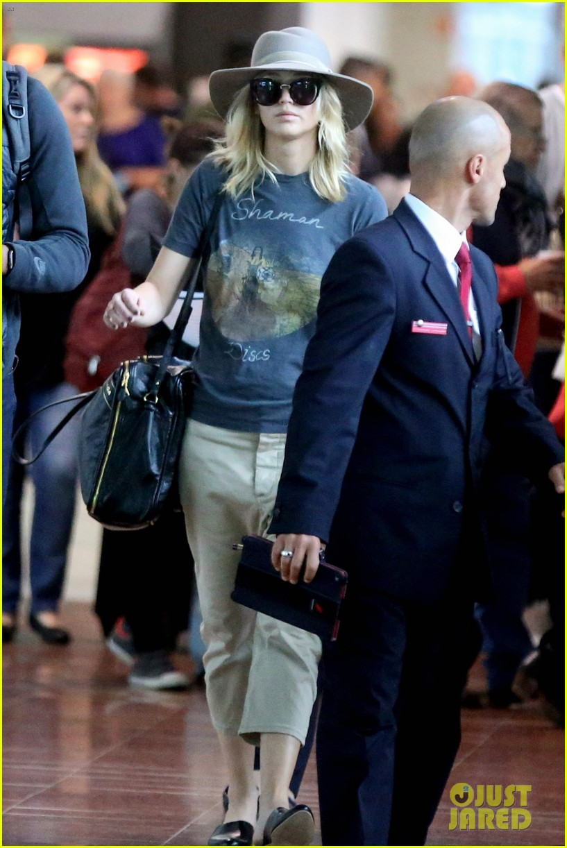 jennifer lawrence touches down in paris for fashion week 04