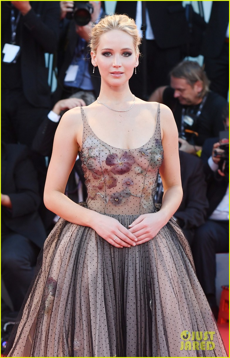 jennifer lawrence venice mother premiere 033950439