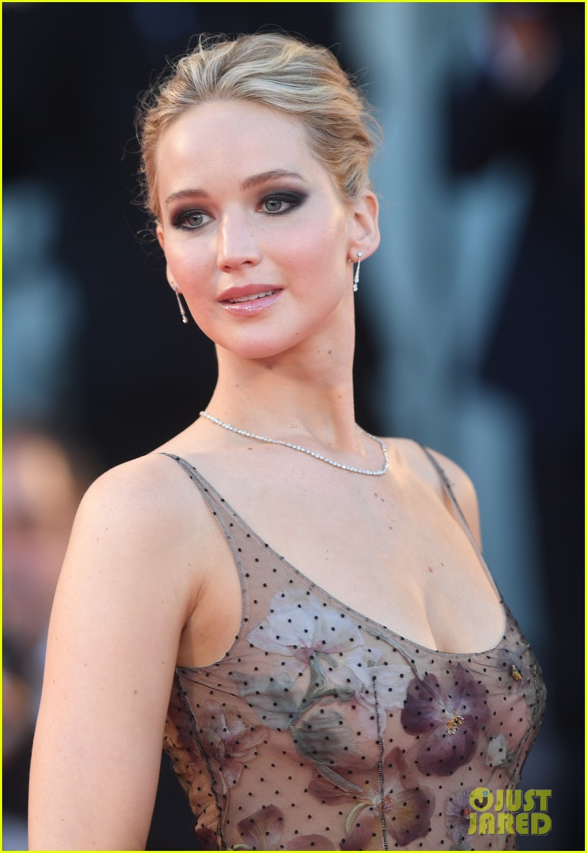 jennifer lawrence venice mother premiere 053950441