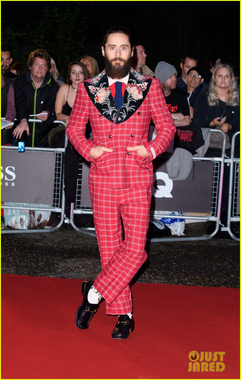 jared leto wears signature gucci style at gq men of the year awards 013950574