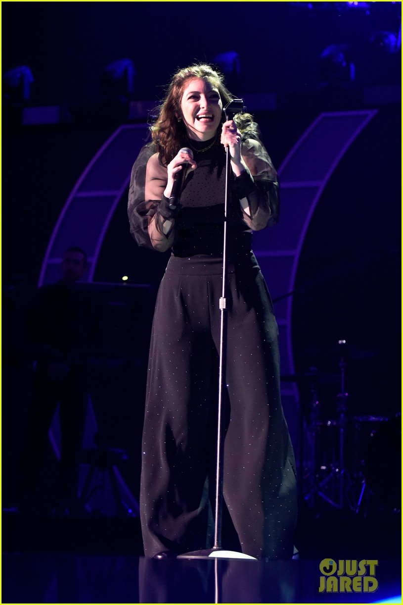 lorde brings special guests to iheartradio music festival 02
