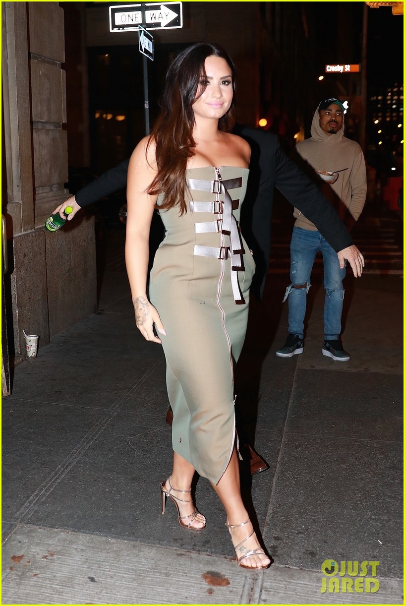 demi lovato stuns at her album release party in nyc photo 3965993