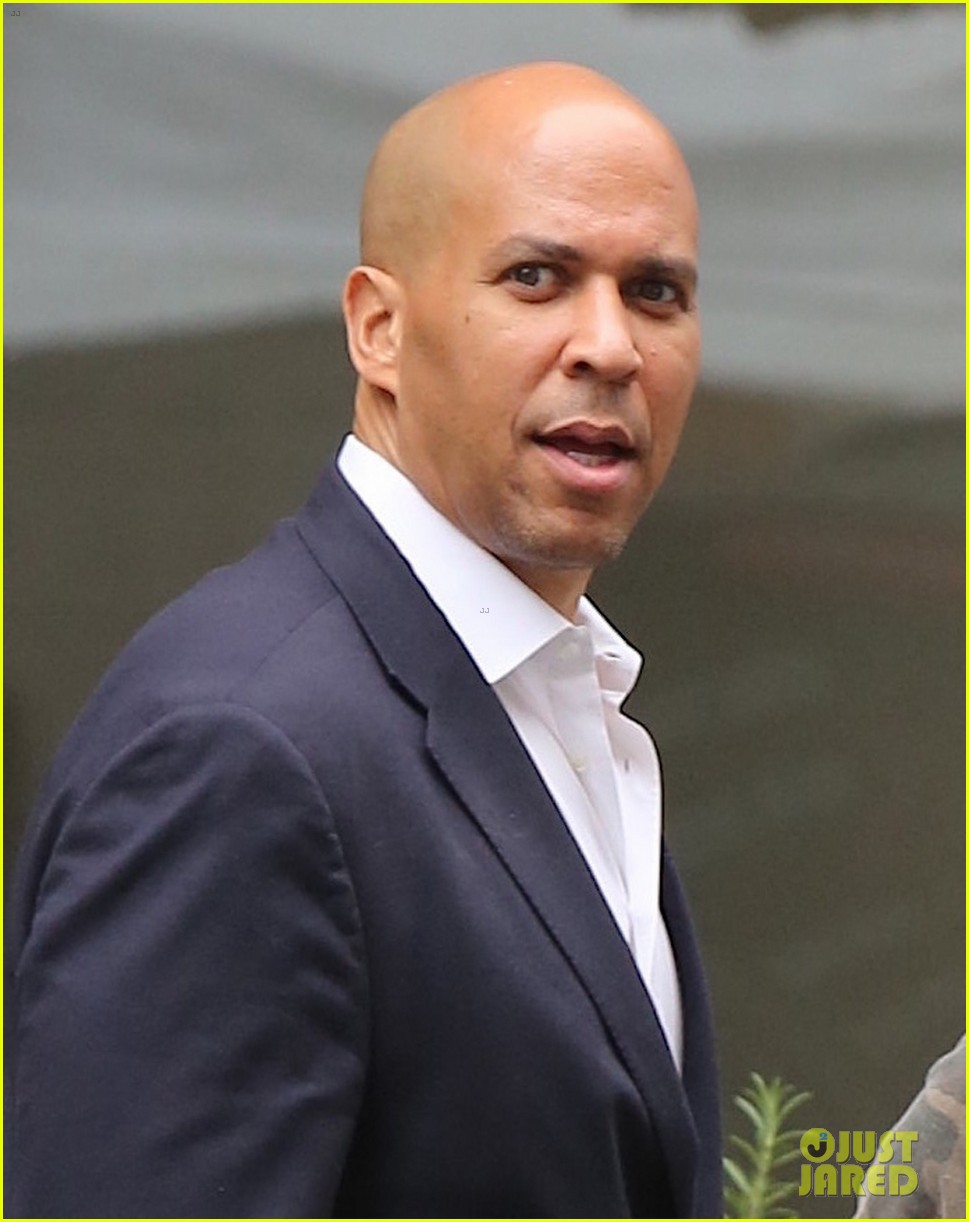 olivia munn trevor noah get lunch again with cory booker 043950201