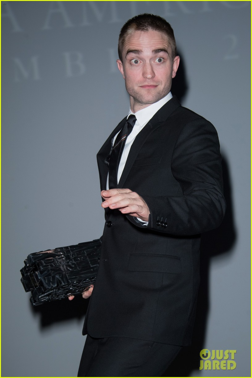 robert pattinson accepts special honor at deauville film fest 01