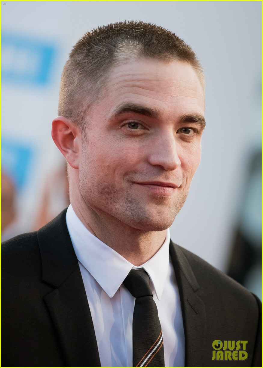 robert pattinson accepts special honor at deauville film fest 02