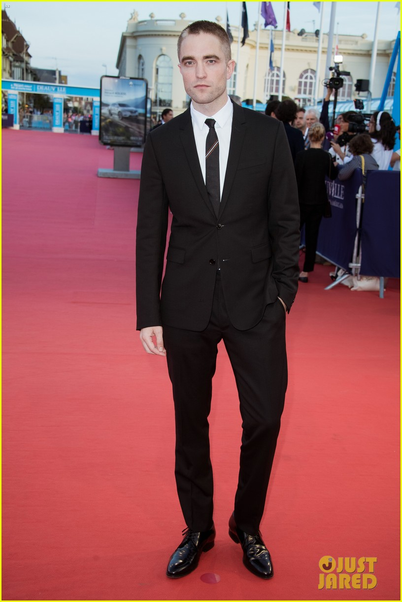 robert pattinson accepts special honor at deauville film fest 053949611