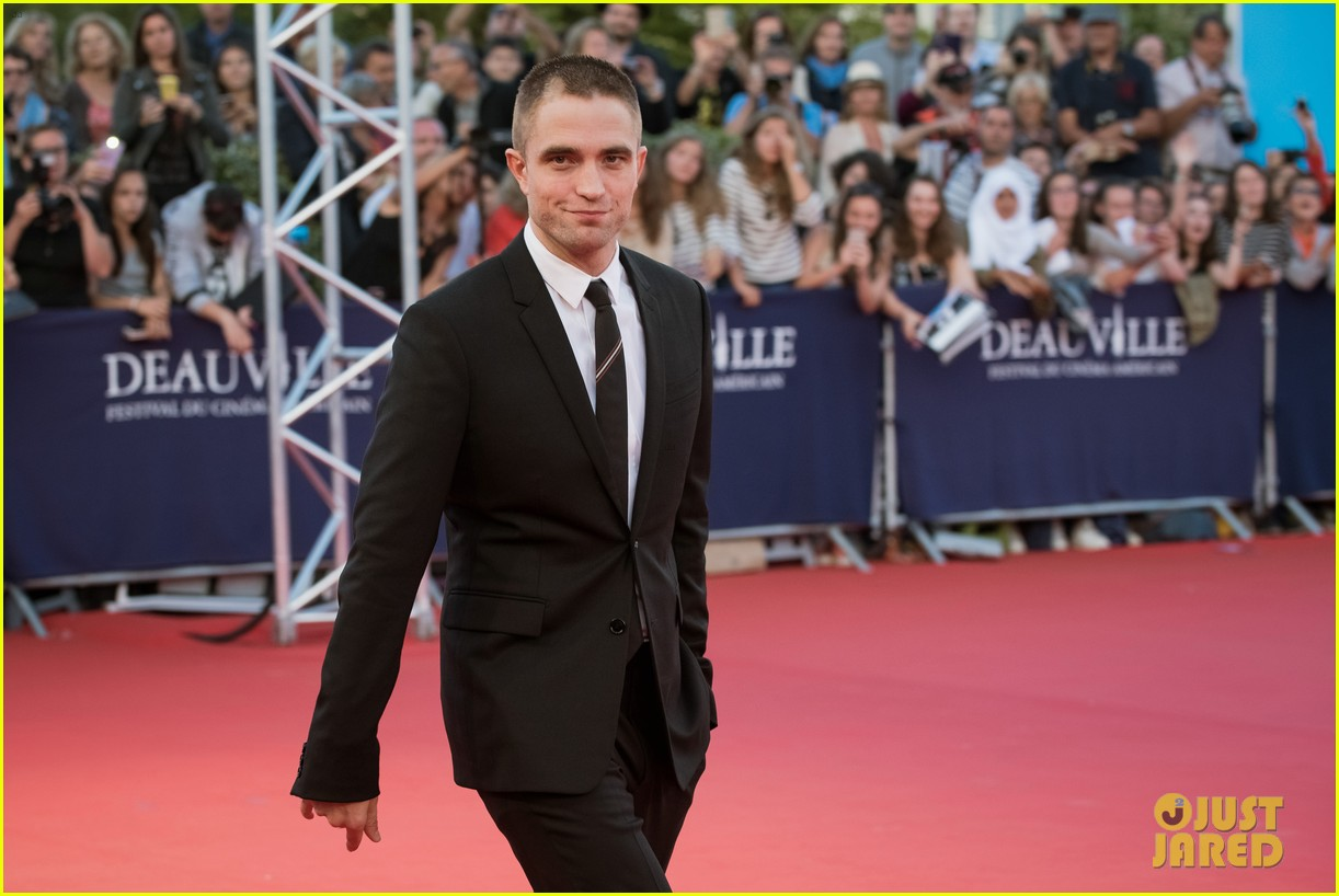 robert pattinson accepts special honor at deauville film fest 12