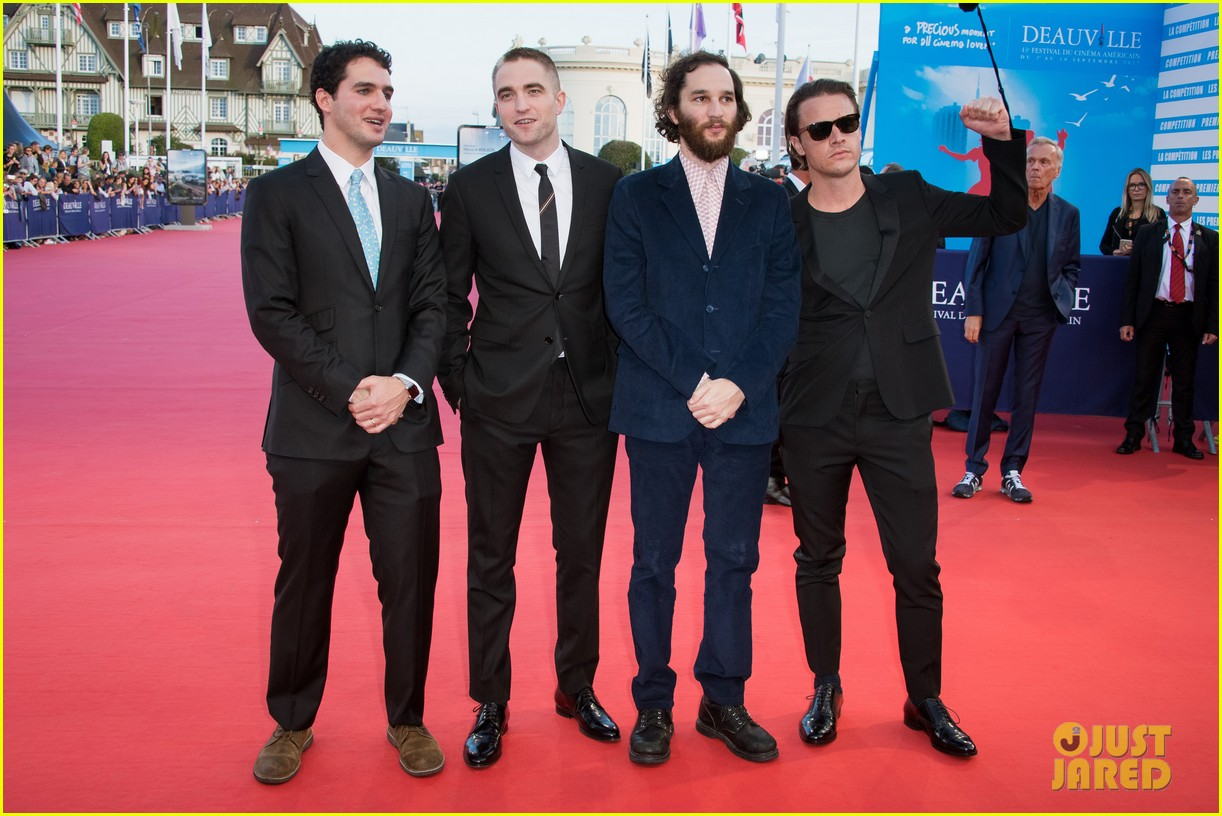 robert pattinson accepts special honor at deauville film fest 153949621