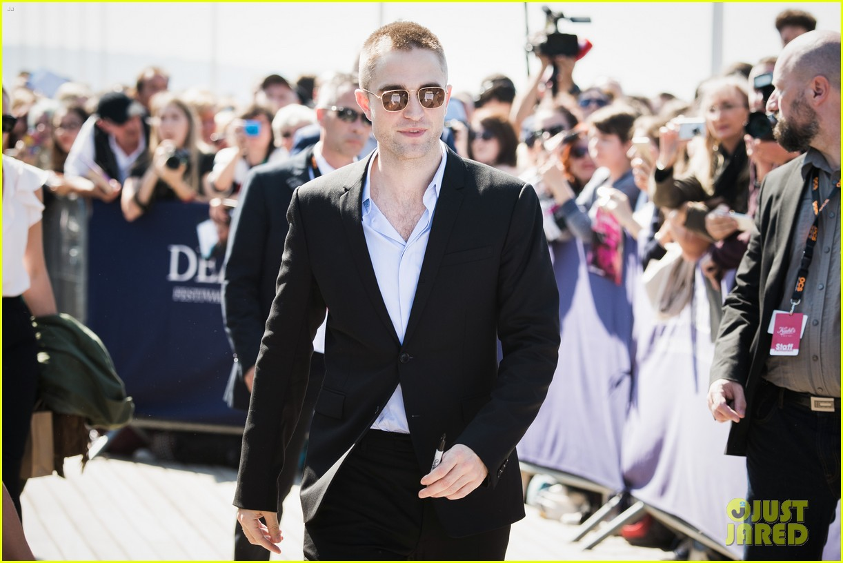 robert pattinson debuts new buzz cut at deauville film fest 023949381