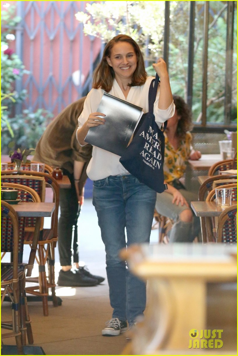 natalie portman goes makeup free while running errands in los feliz 103965091