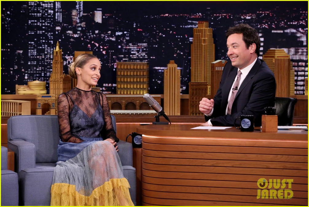 nicole richie talks season two of great news while braiding jimmy fallons hair 073965619