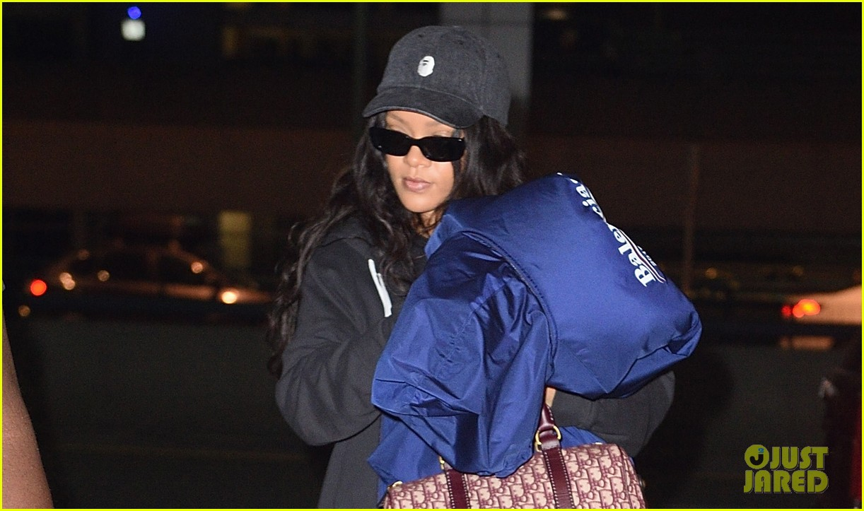 rihanna carries big coat jfk 02