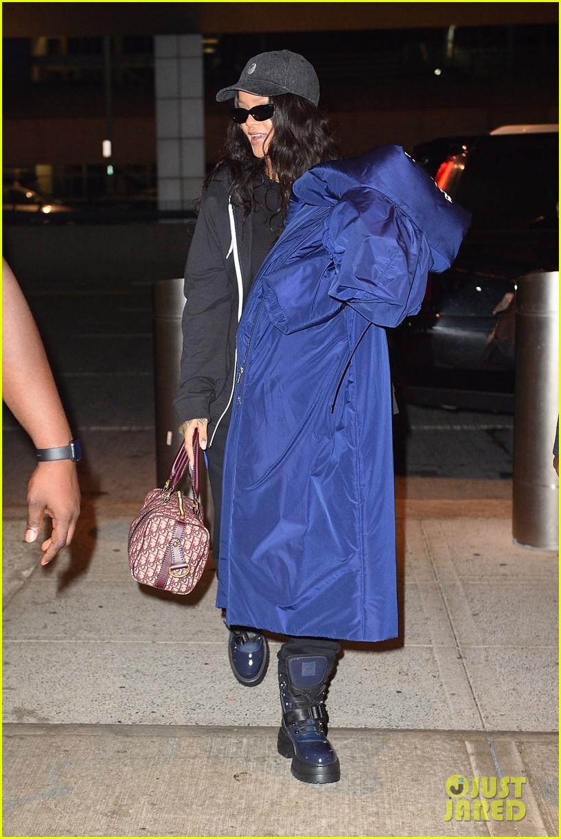 rihanna carries big coat jfk 04