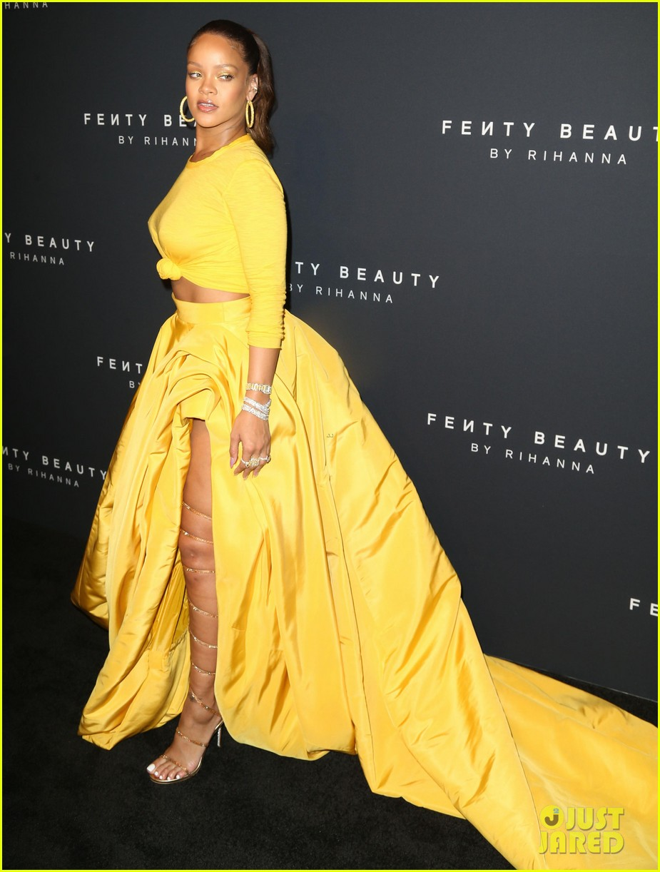 rihanna has major red carpet moment at fenty beauty launch 013952473