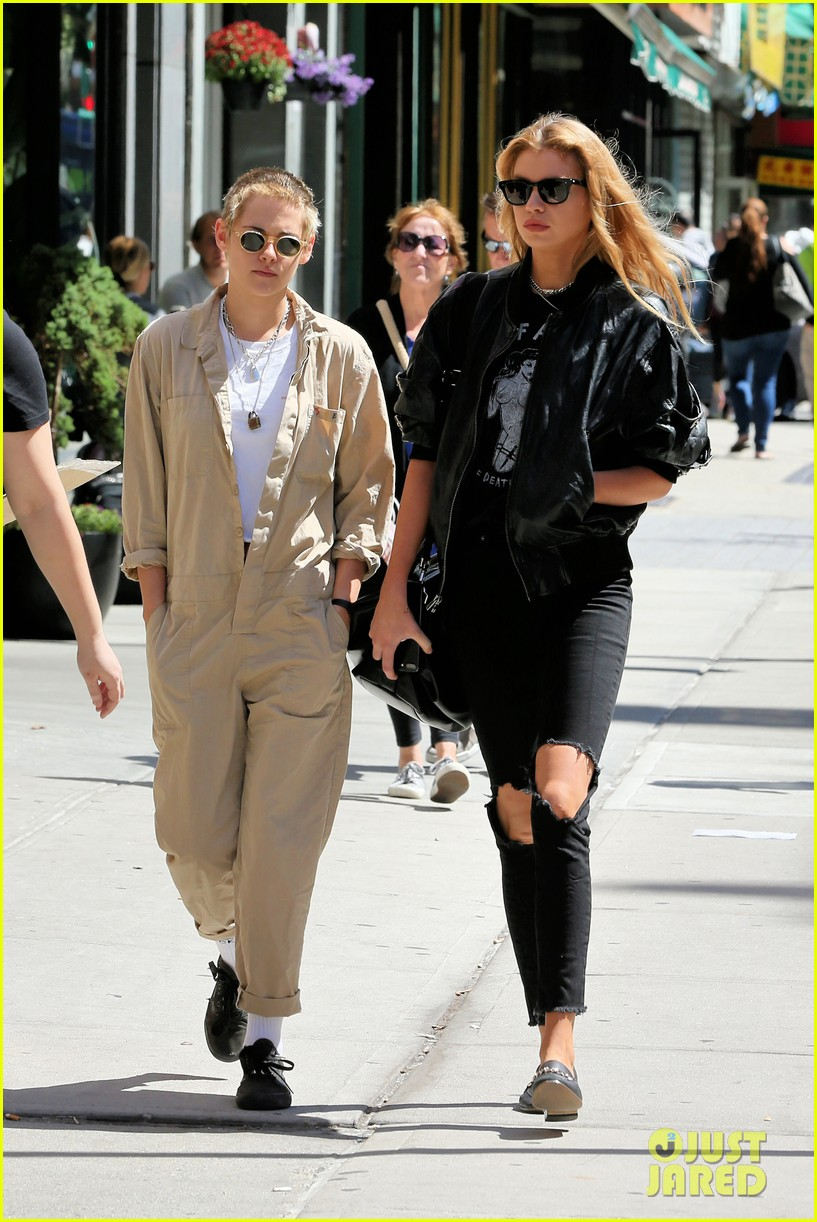 kristen stewart and stella maxwell couple up for lunch date 02