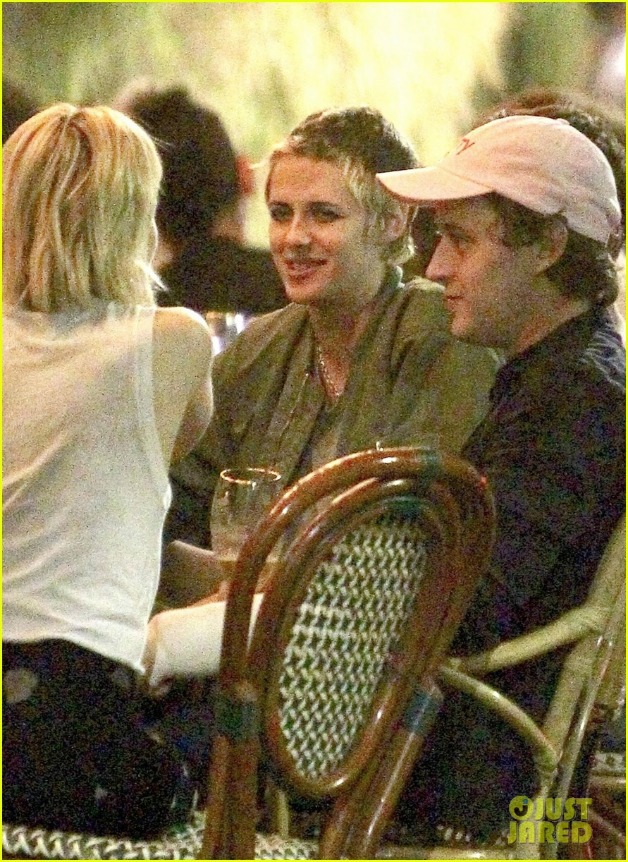 kristen stewart grabs dinner with emma roberts in los feliz 02