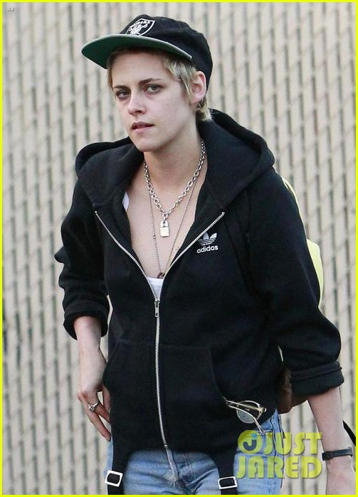 kristen stewart grabs dinner with emma roberts in los feliz 03