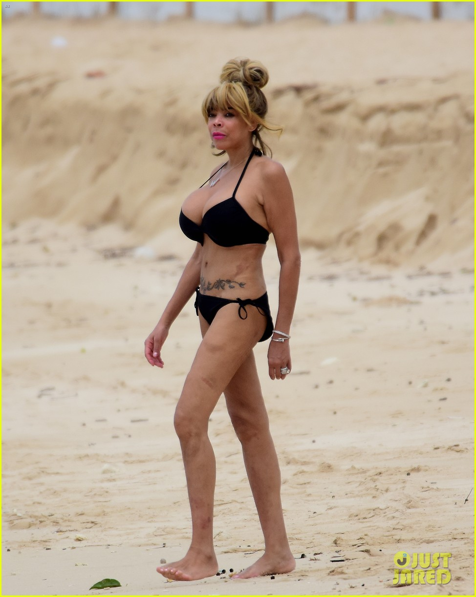 wendy williams flaunts slim figure in a bikini 01