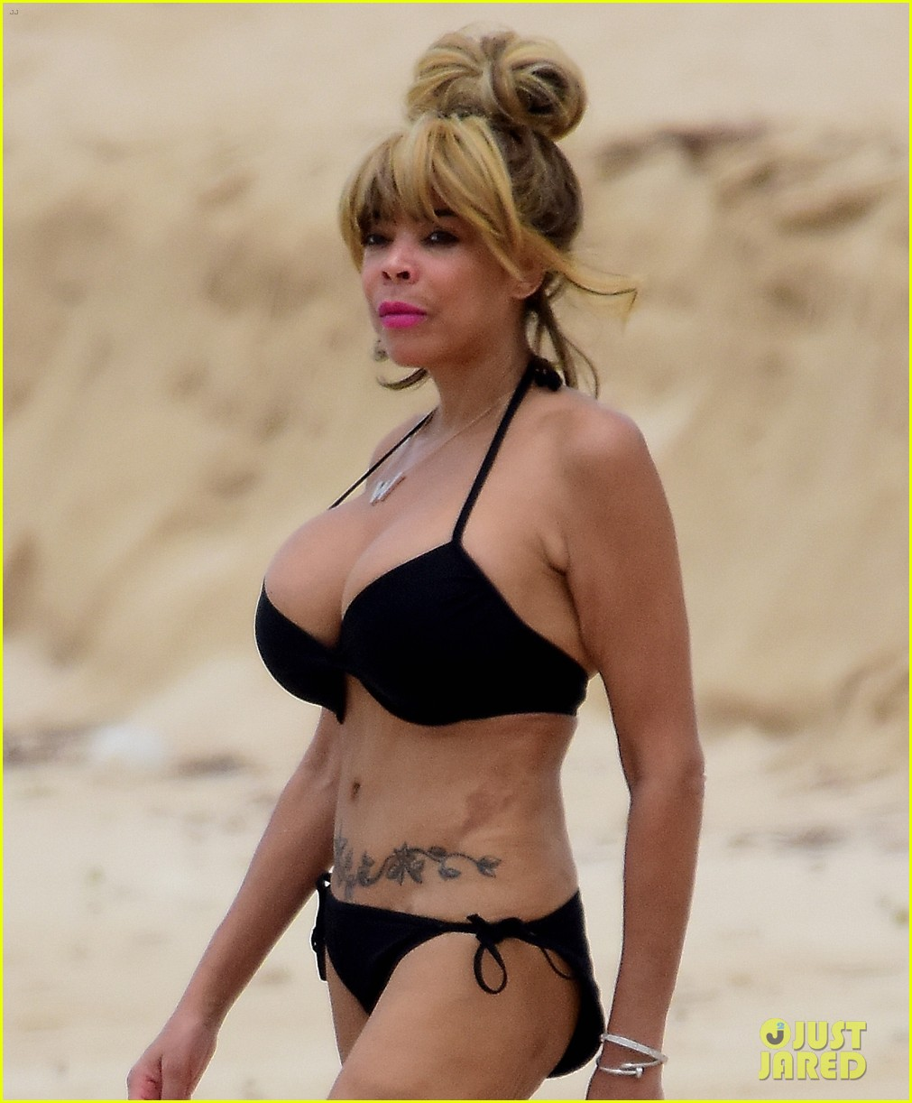 wendy williams flaunts slim figure in a bikini 04