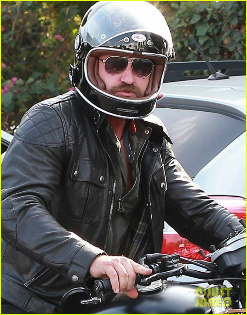gerard butler hospitalized after motorcycle accident 023973733
