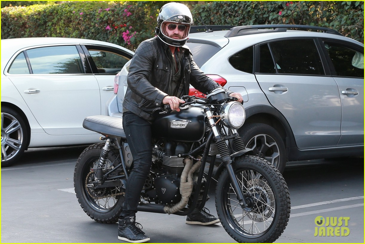 gerard butler hospitalized after motorcycle accident 043973735
