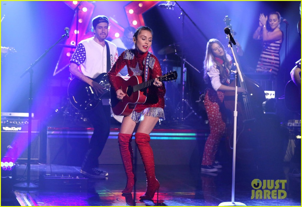 miley cyrus performs these boots are made for walkin on tonight show clinton 01