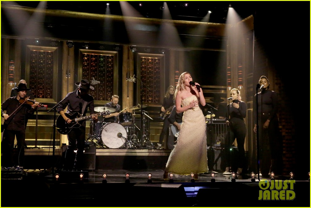 miley cyrus performs the climb on fallon as message of unity 043967298