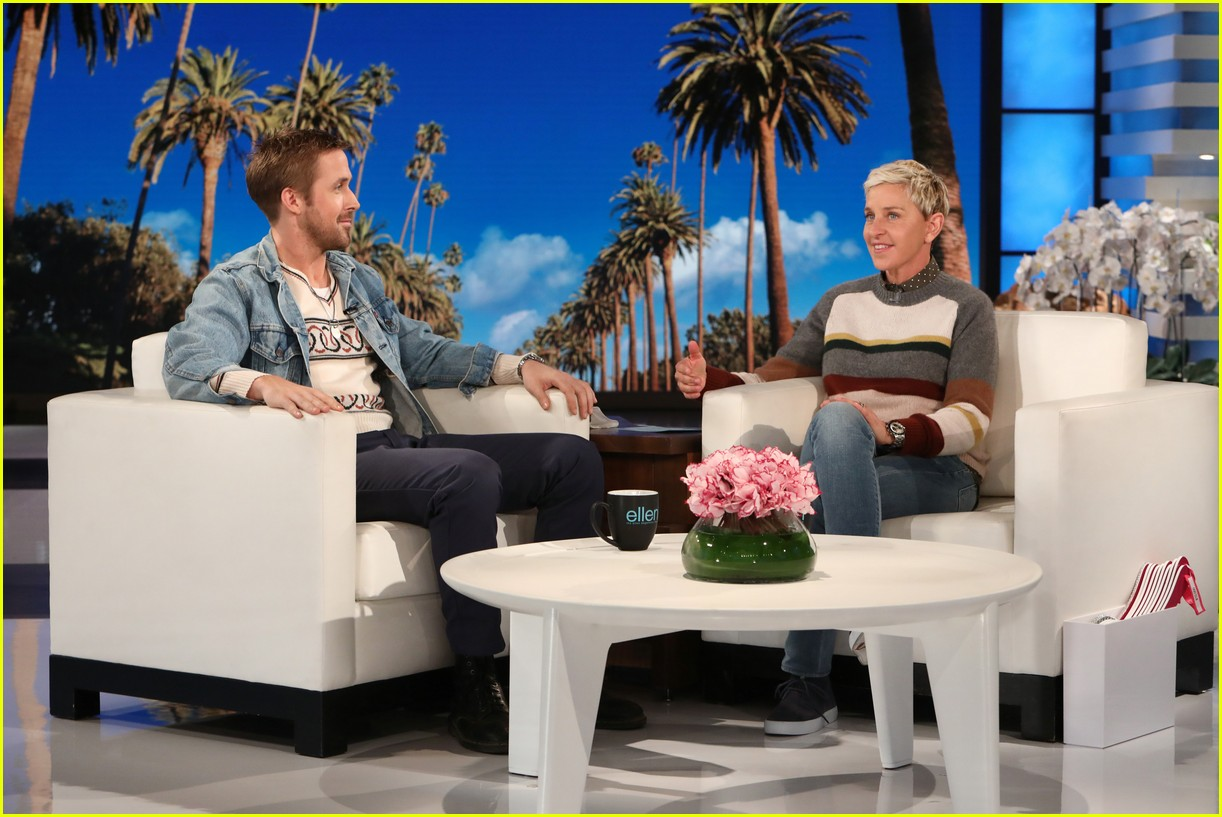 ellen degeneres runs and jumps into ryan goslings arms 013968828