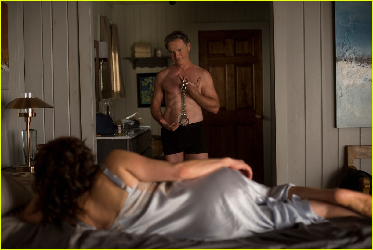 bruce greenwood is ripped at 61 goes shirtless in geralds game 01