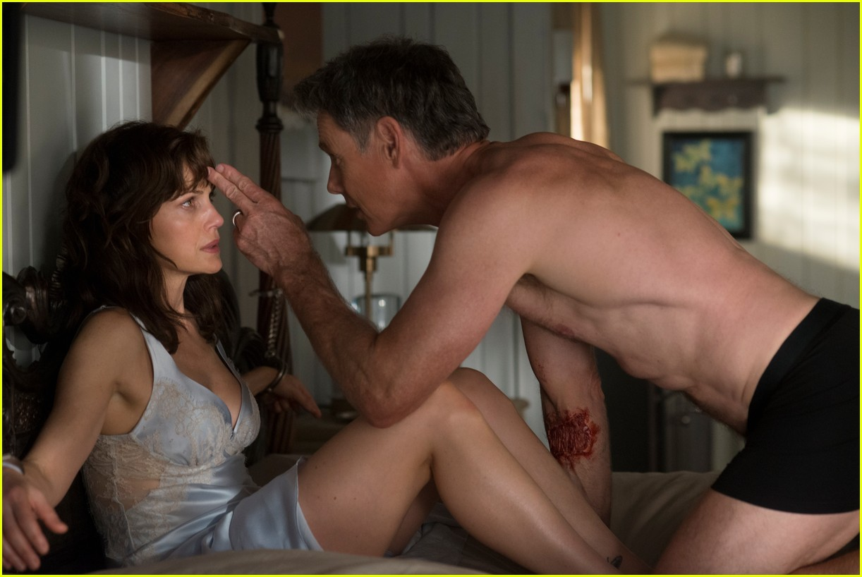 bruce greenwood is ripped at 61 goes shirtless in geralds game 04