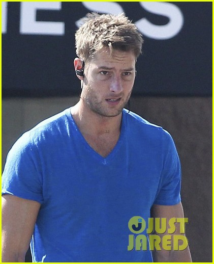 justin hartley shows off his buff biceps at the gym 043966624