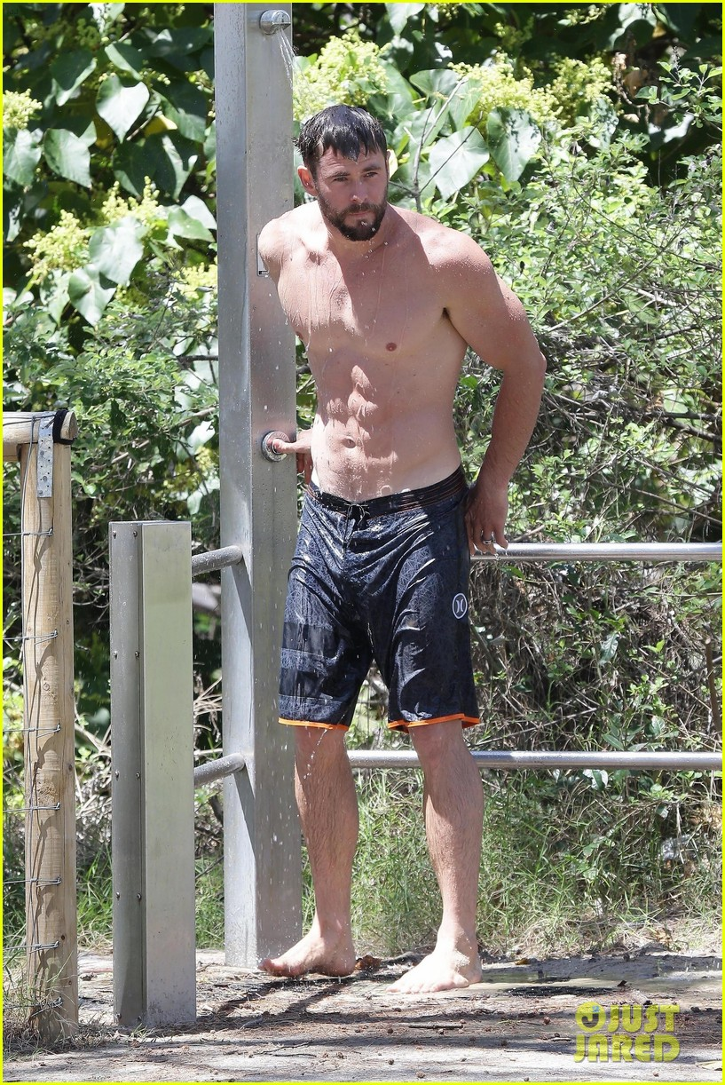 chris hemsworth goes shirtless at beach in australia 32