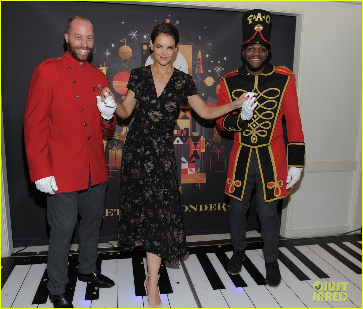 katie holmes attends launch of fao schwartz holiday toy collection 013977517