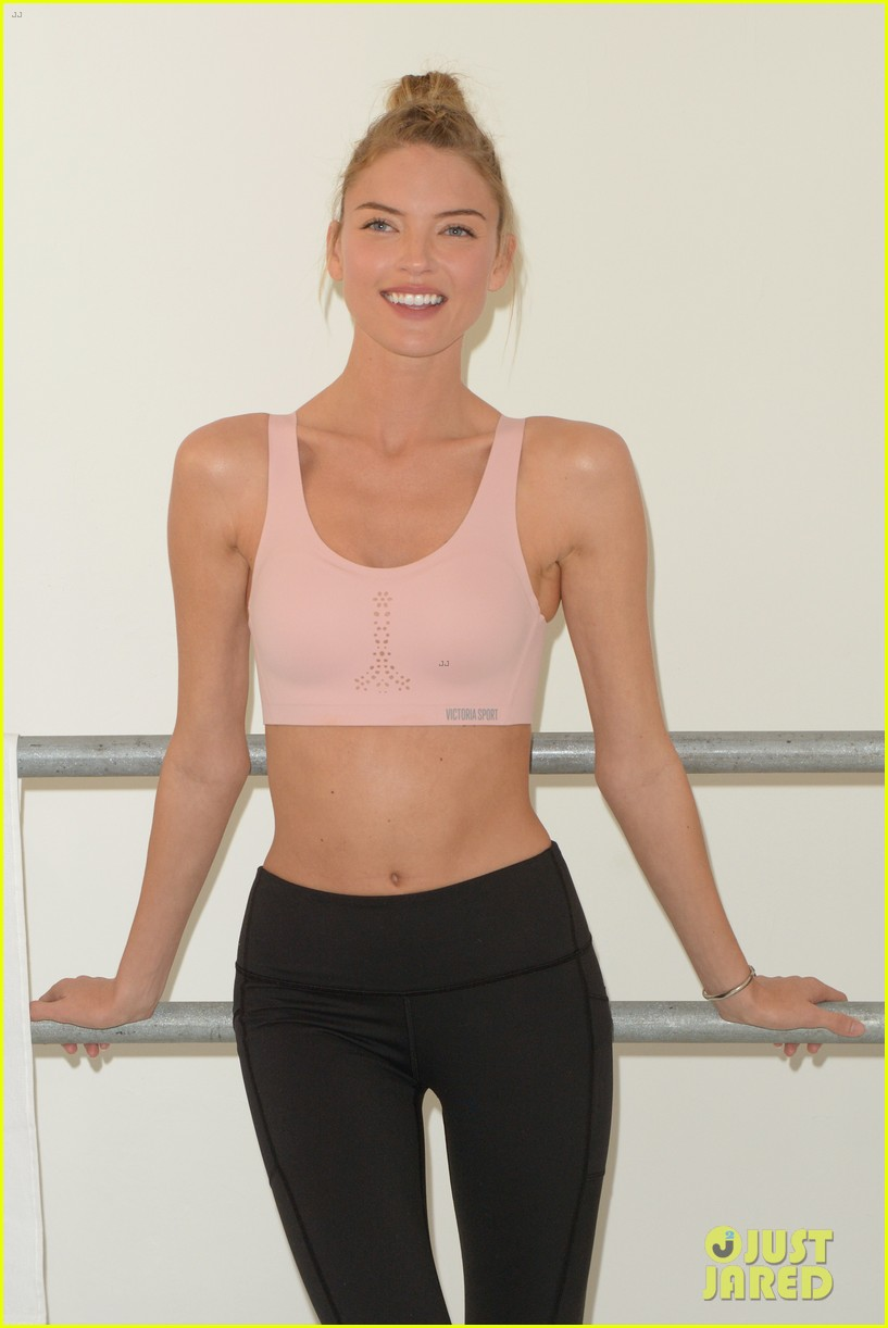 martha hunt shows how she trains 023974078