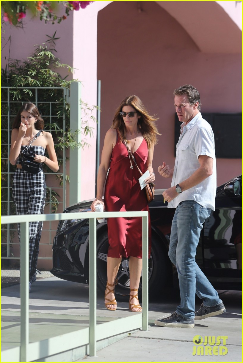 kaia gerber cindy crawford step out 023973237