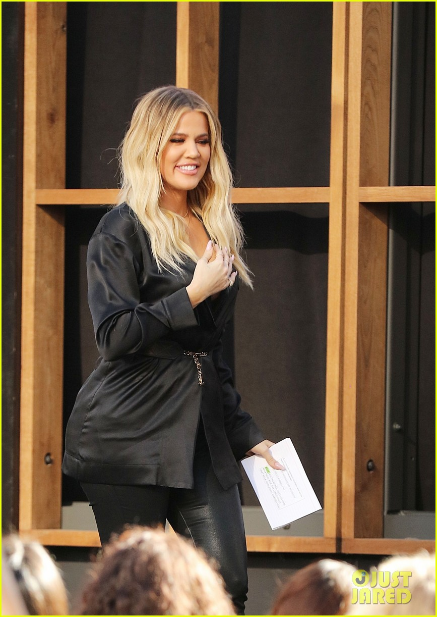 khloe kardashian debuts tiny baby bump at good american anniversary event 043969440