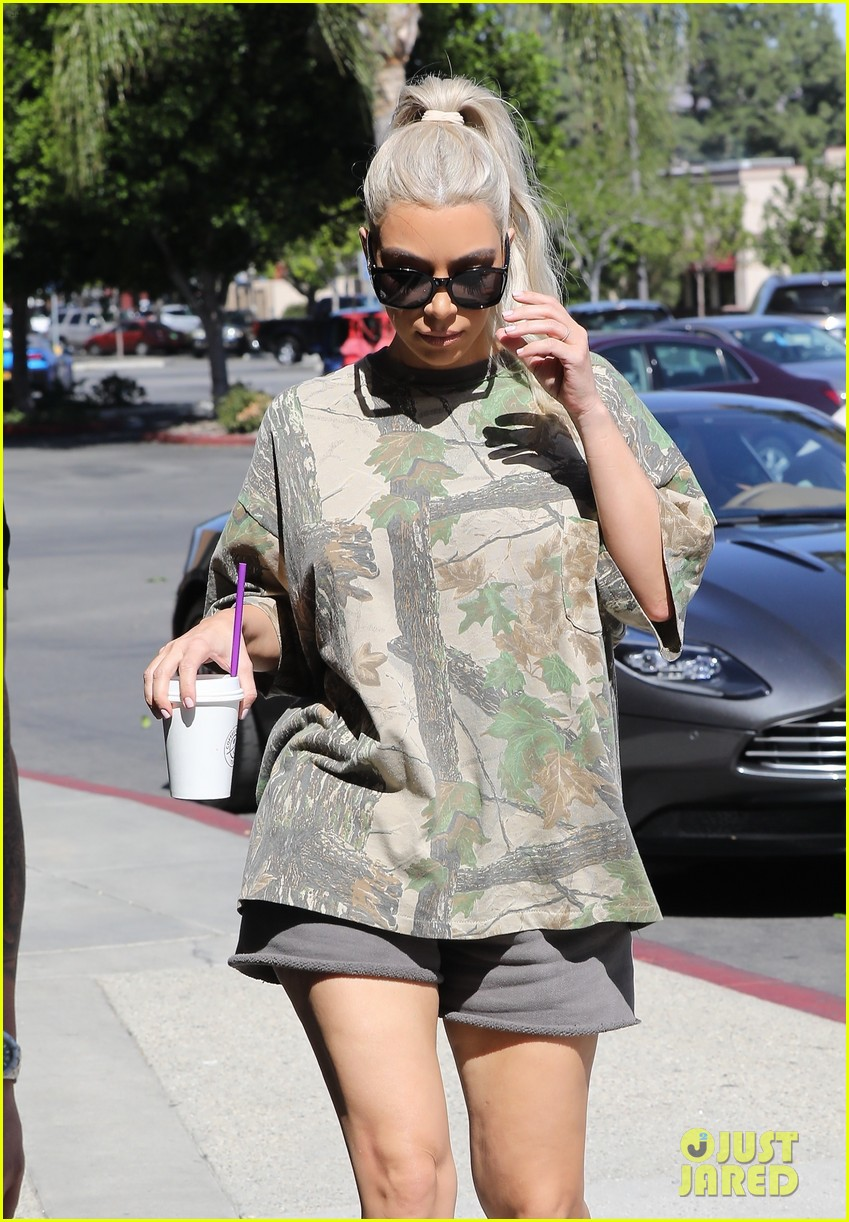 kim kourtney kardashian go shopping for baby essentials 023970154