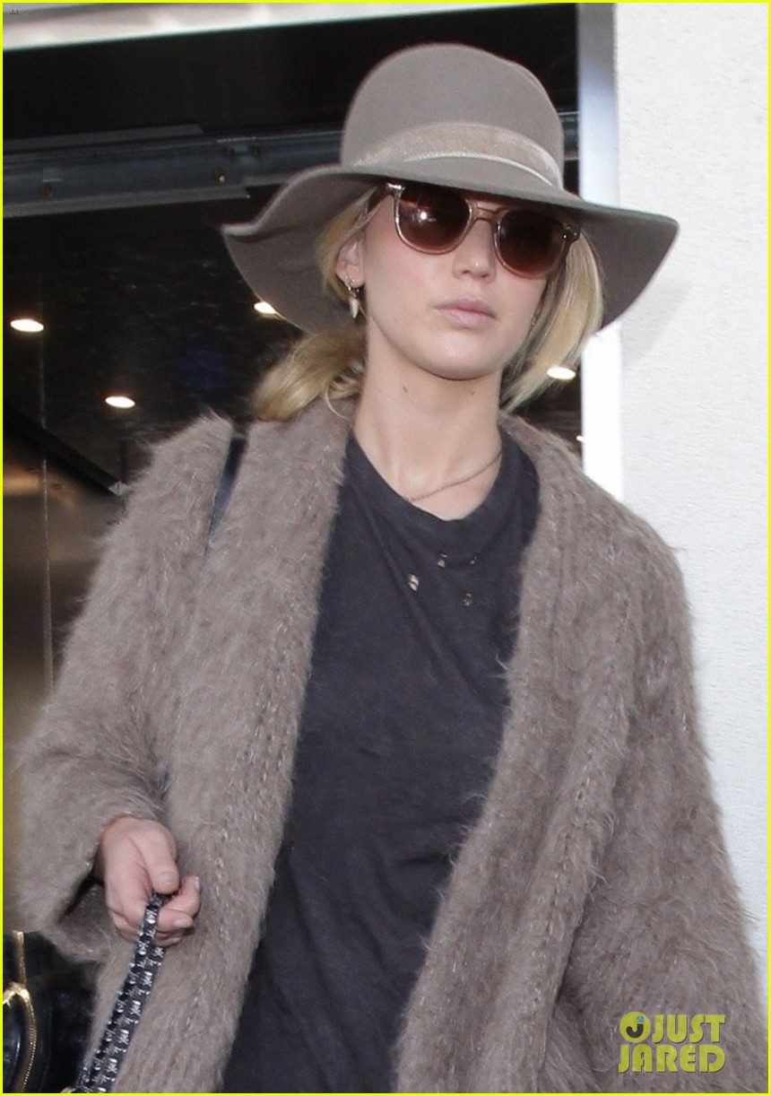 jennifer lawrence arrives at lax with her cute dog in tow 03