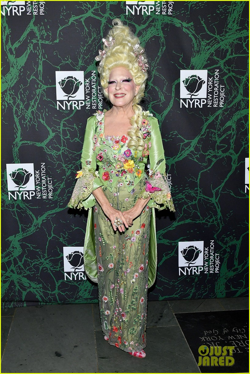 bette midler hulaween party 07