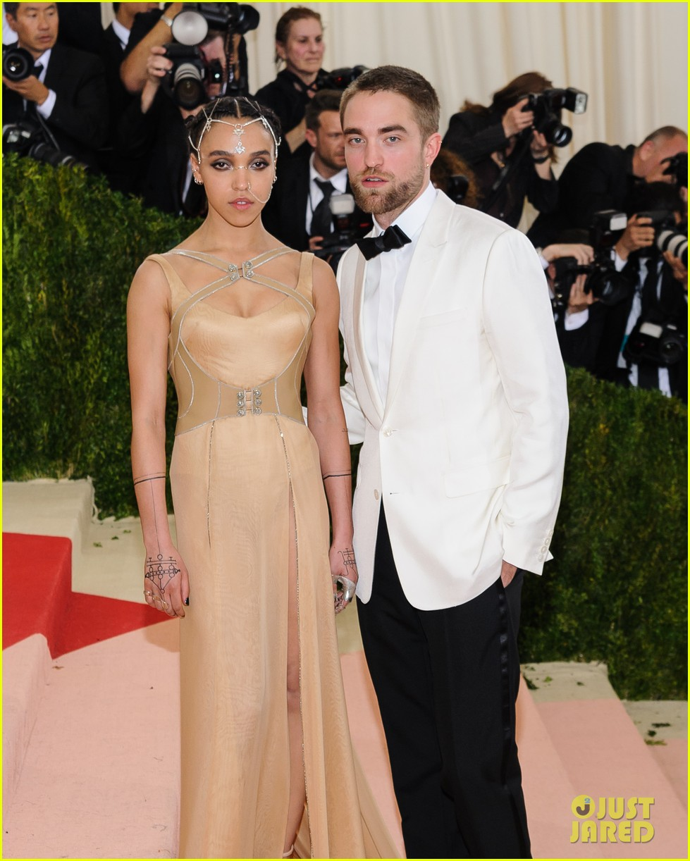 robert pattinson fka twigs split call off engagement 133971737
