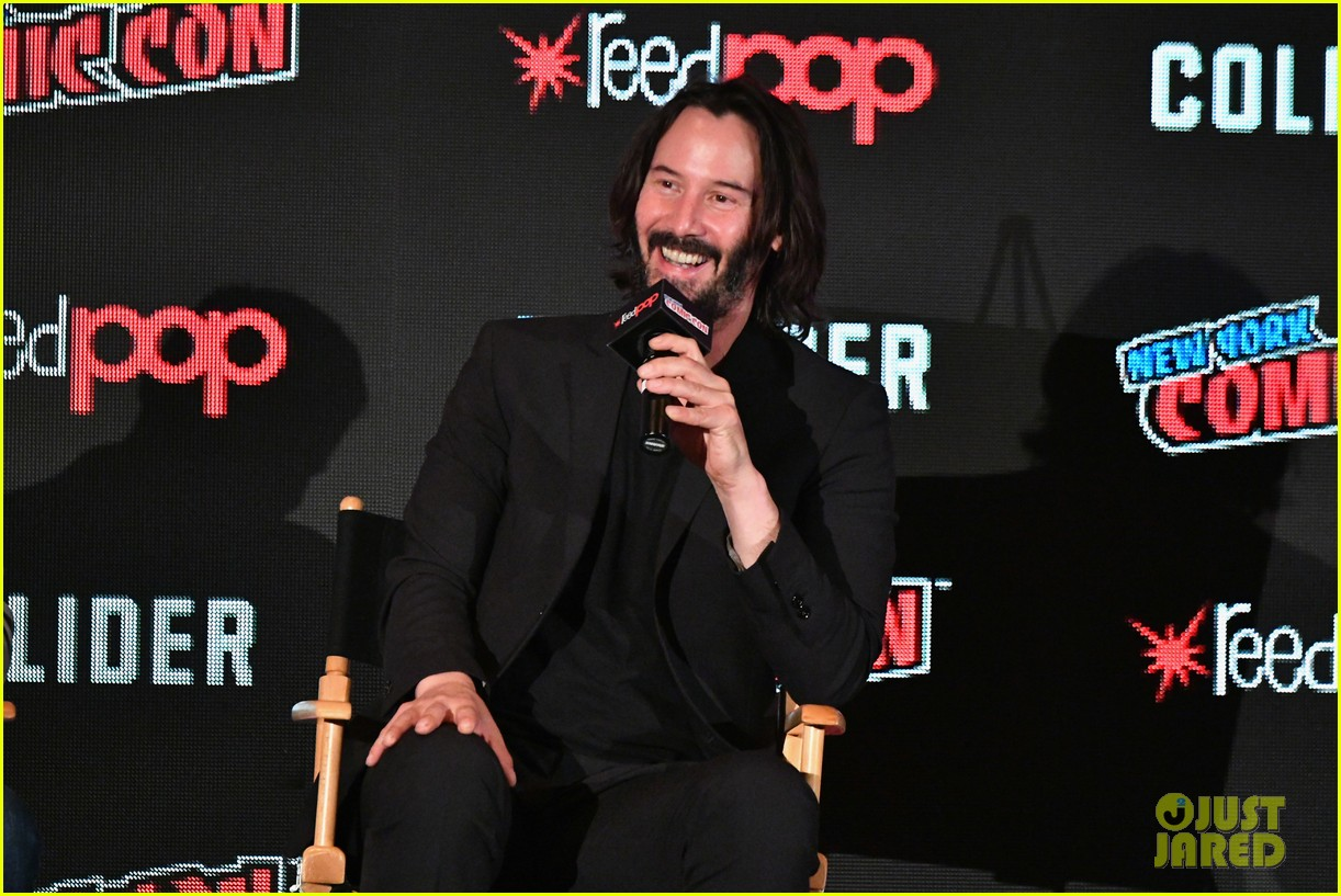 keanu reeves debuts first trailer for replicas at new york comic con 2017 05