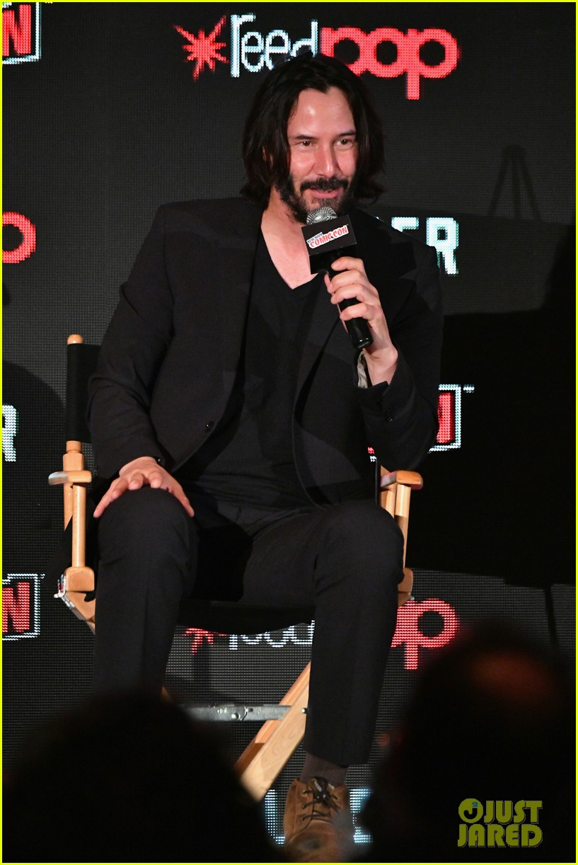keanu reeves debuts first trailer for replicas at new york comic con 2017 06