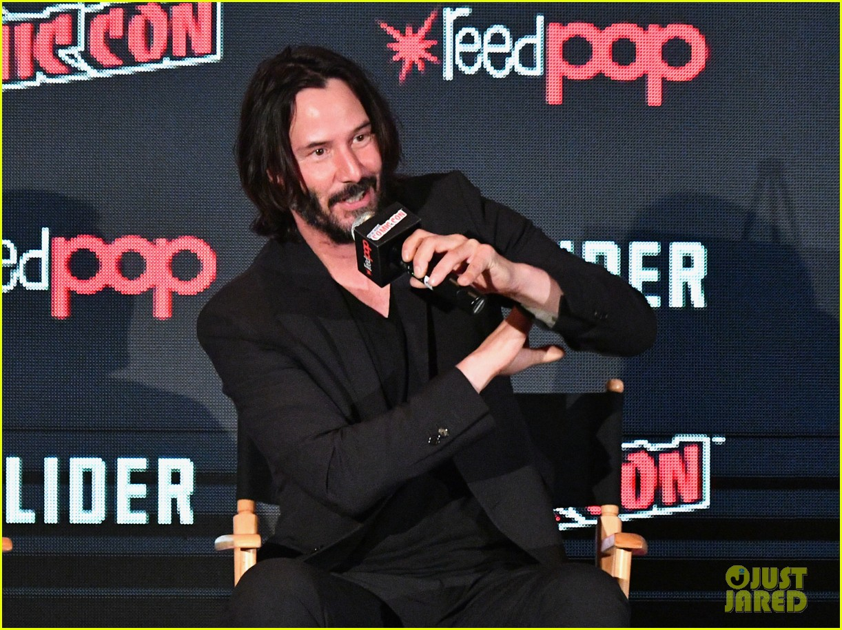 keanu reeves debuts first trailer for replicas at new york comic con 2017 09