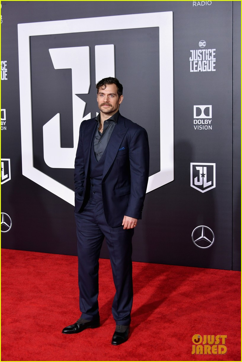 ben affleck and henry cavill bring batman and superman to justice league world premiere 083987082
