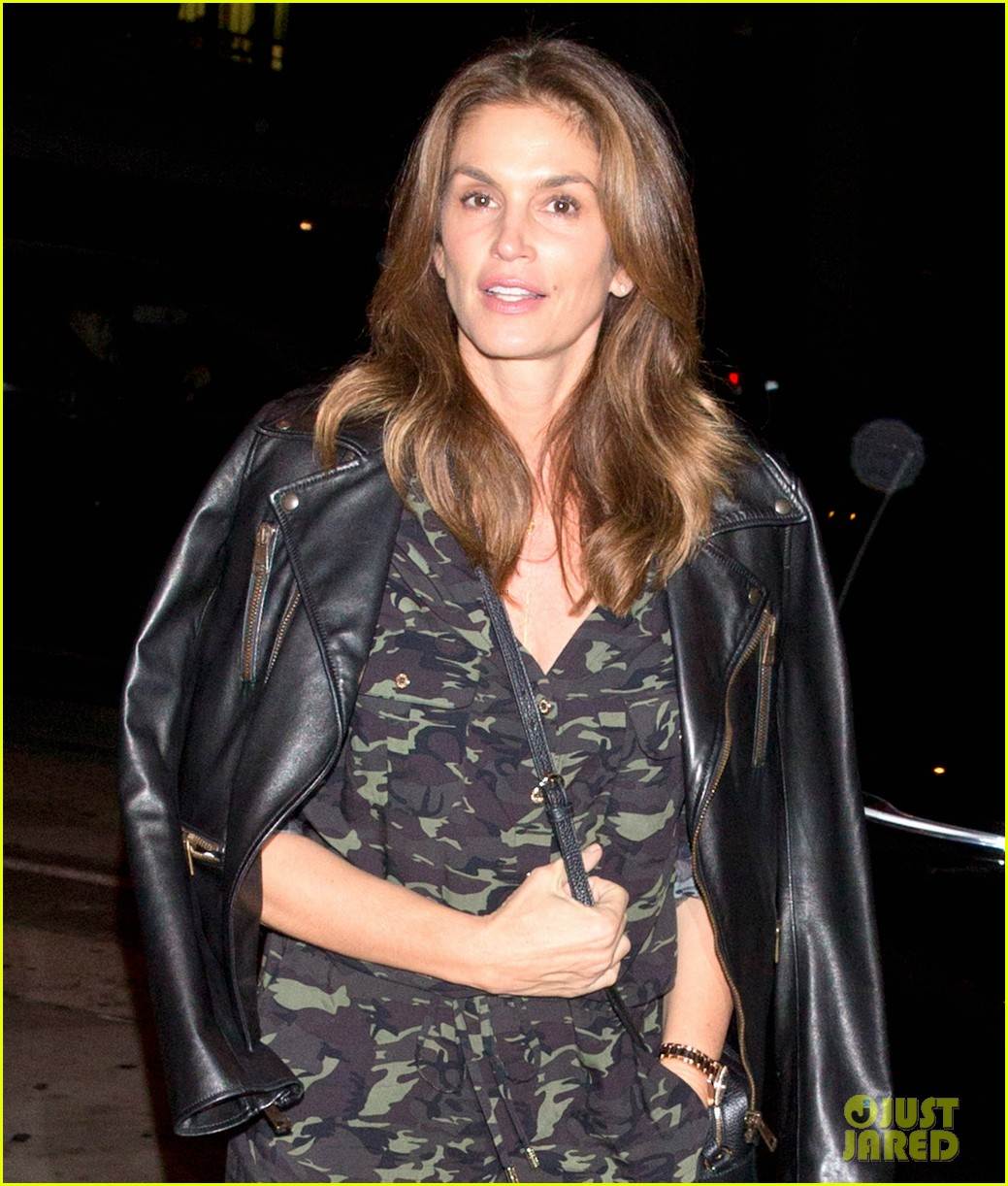 cindy crawford goes camo for date night with rande gerber 023983063