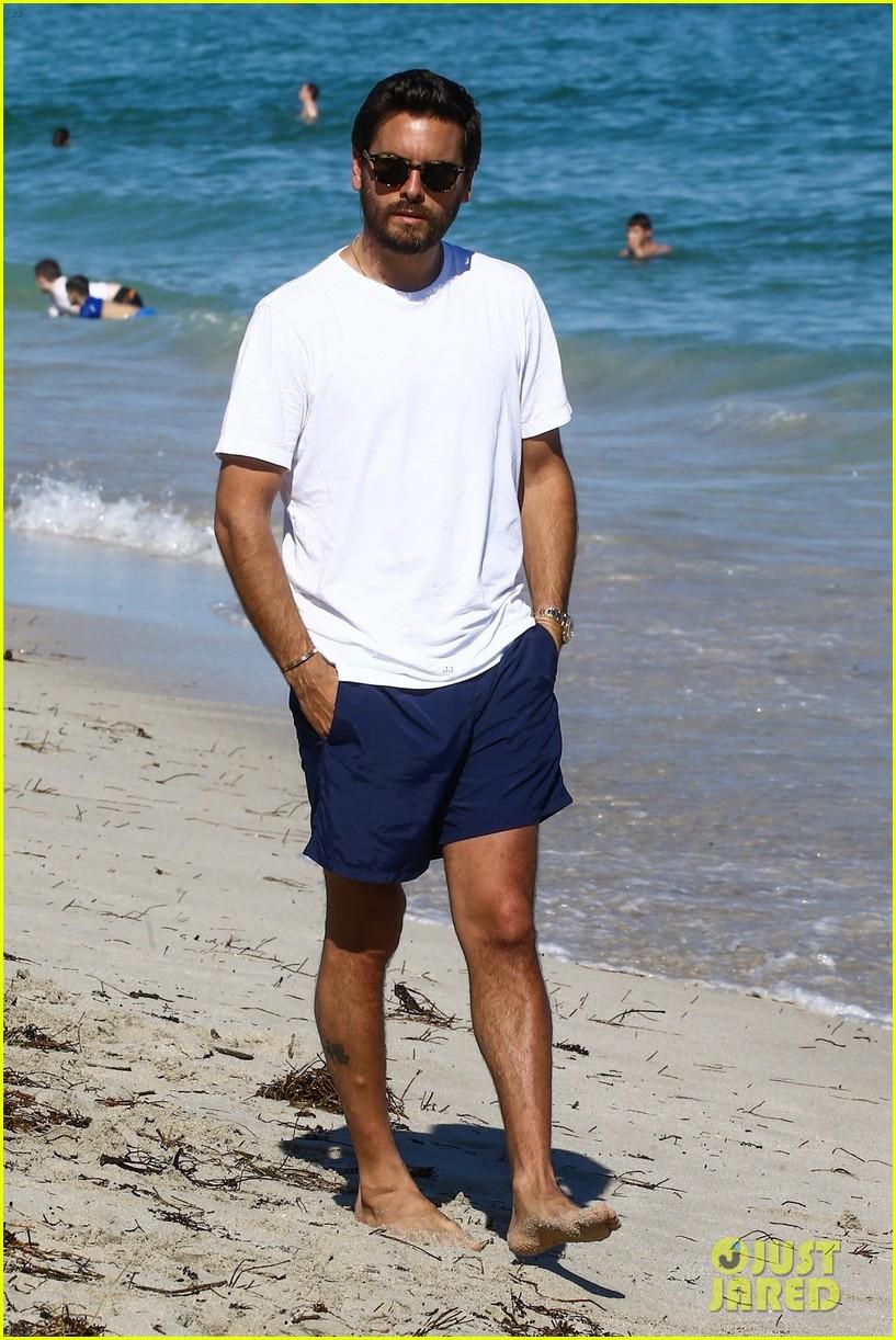 scott disick hits the beach in miami 013992256