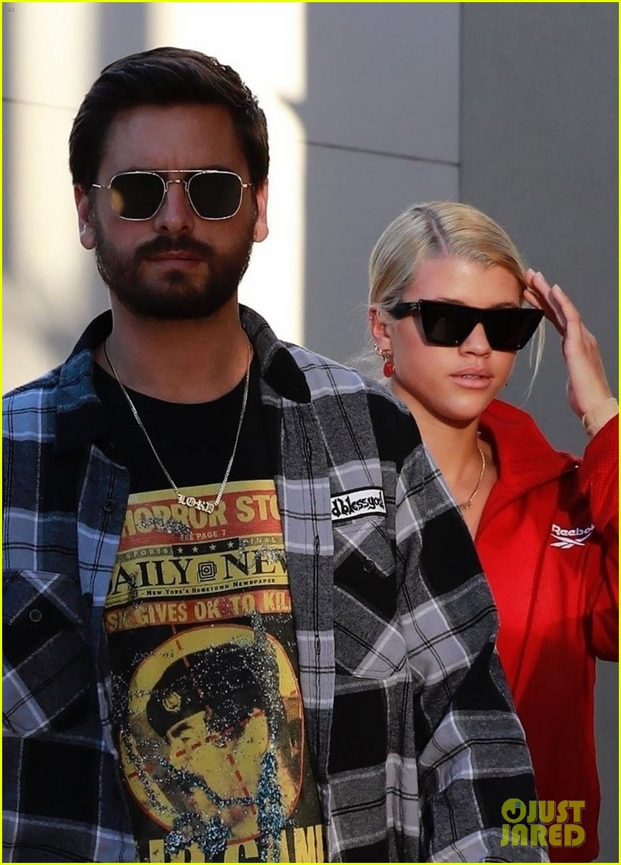 scott disick sofia richie couple up for afternoon shopping spree 023985044