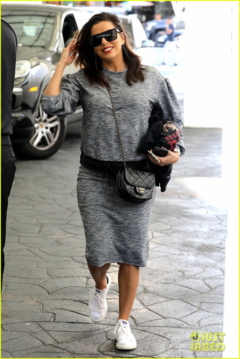 eva longoria grabs lunch with desperate housewives costar felicity huffman 043993802